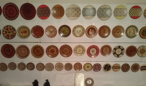 [Galerie foto] Expoziție de pirogravură și cărți vechi la Vatra Dornei