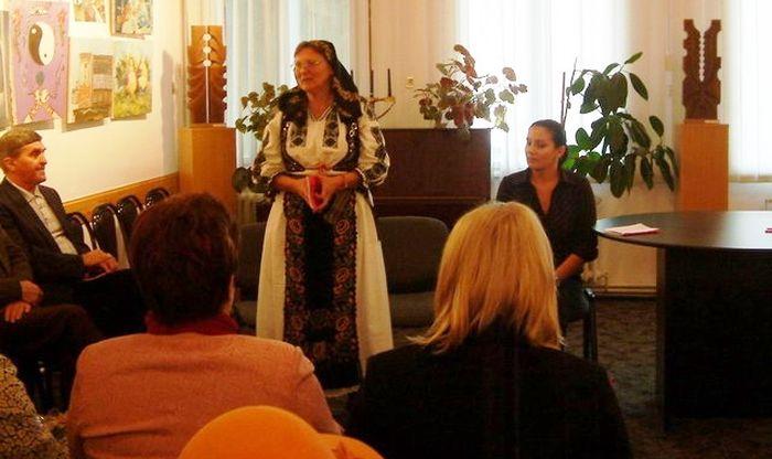 Jenica Romanică la lansarea primei ei cărți, în 2008.