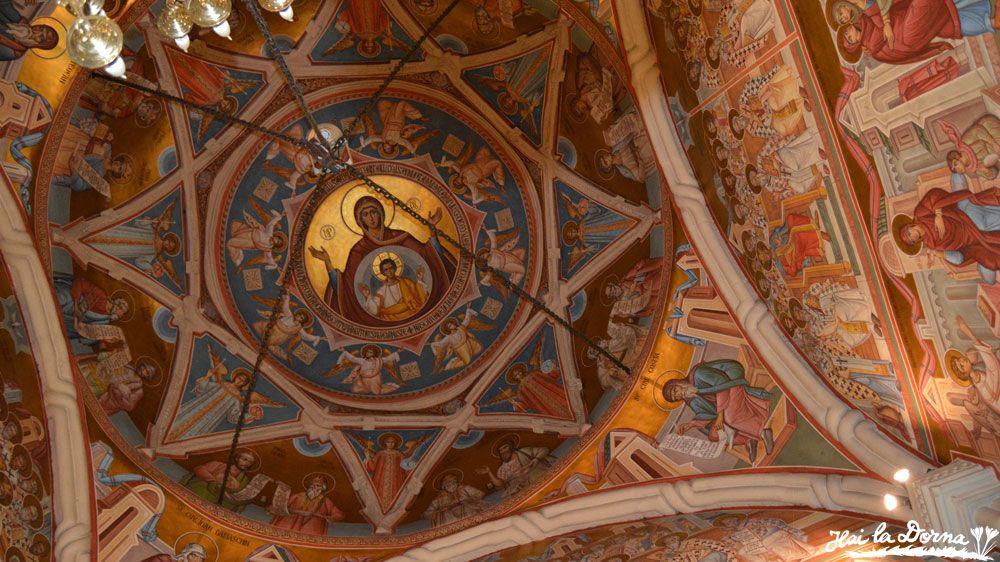Pictură în interiorul bisericii