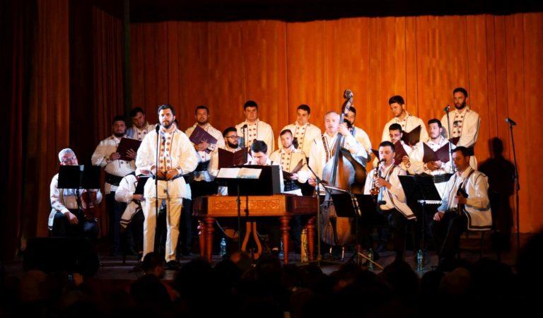 Corala Armonia într-un concert extraordinar pe scena de la Vatra Dornei