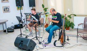 Mihnea Blidariu și Andi Drăgușanul, într-un frumos concert acustic la Vatra Dornei