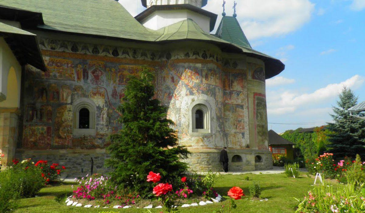 Mănăstirea Râșca: loc de pelerinaj în Bucovina