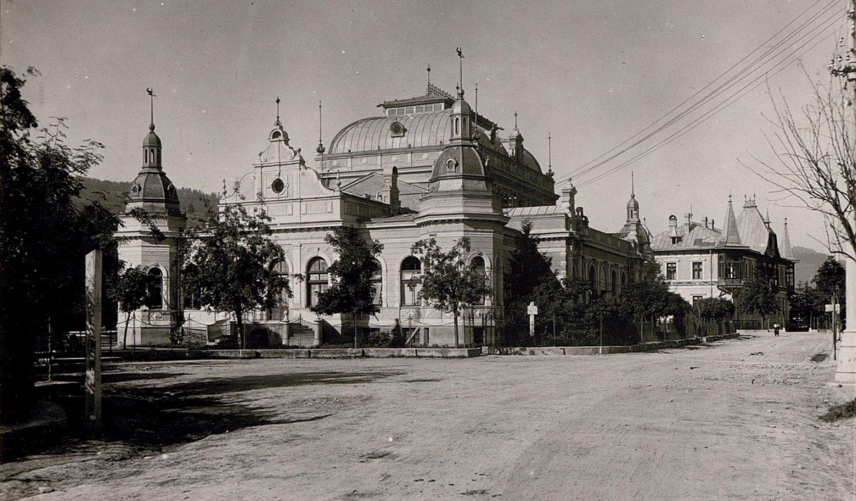 Dorna History #1. Imaginea din timpul construcției Cazinoului, Primăriei și Hotelului Carol din Vatra Dornei